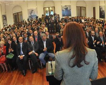 Cristina Kirchner y el apriete contra gobernadores e intendentes