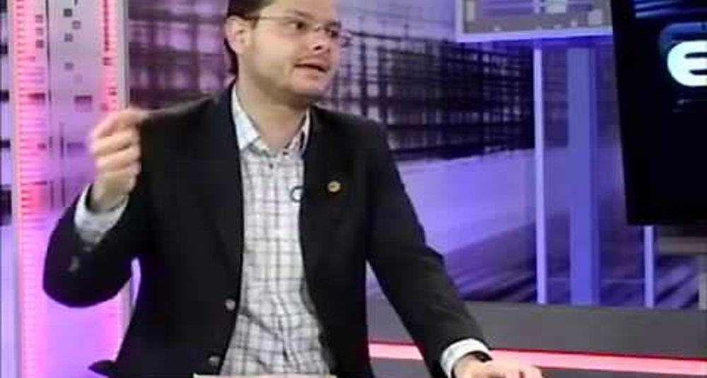 Juan Carlos Hidalgo comenta la actualidad chilena y latinoamericana en Vértice TV de Puerto Montt